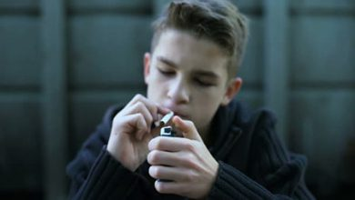 تصویر نحوه برخورد با نوجوان سیگاری