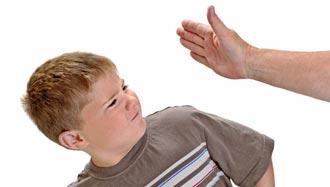 تصویر عواقب تنبیه بدنی کودکان