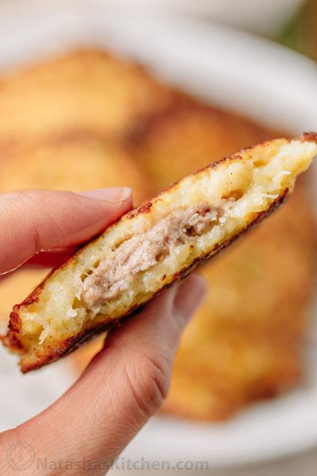 پنکیک سیب زمینی مغزدار با گوشت (درانیکی)